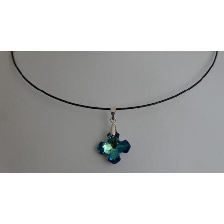 Collier cristal de Swarovski croix Grecque bermuda blue sur tour de cou cablé